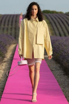 Jacquemus Spring 2020 Ready-to-Wear Fashion Show - Vogue Source by littleephent fashion 2020 Catwalk Fashion, Fashion Week, Fashion 2020, High Fashion, Fashion Outfits, Men's Outfits, Mens Fashion, Fashion Trends, Fashion Styles