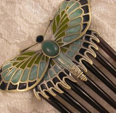 The accessories from Titanic are beautiful.