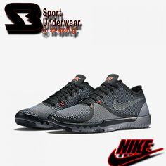 Nike Free Trainer 3.0  Το Nike Free Trainer 3.0 παρέχει στο πέλμα τα ενδυναμωτικά οφέλη της φυσικής κίνησης, σε συνδυασμό με την απορρόφηση των κραδασμών, πρόσφυση και της υπο πόδας προστασίας που παρέχει το παραδοσιακό υπόδημα. Η εξωτερική σόλα, που αποτελείται από βαθιές περικοπές σε όλο το μήκος και το πλάτος της ενδιάμεσης σόλας, ενισχύει το φυσικό εύρος της κίνησης, ενθαρρύνει έναν ομαλό, αποτελεσματικό διασκελισμό και βοηθά στη διατήρηση της σταθερότητας. Sb-Sport…