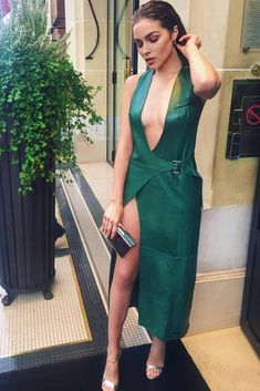 84ba1d468ad6 Celebrity Fashion Looks, Celebrity Dresses, Celebrity Style, Celebrity Women,  Dressy Dresses,
