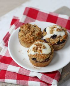 Luxurious Breakfast muffins with yoghurt - additionally scrumptious for kids Good Healthy Recipes, Healthy Baking, Sweet Recipes, Healthy Snacks, Snack Recipes, Delicious Recipes, Sports Food, Brunch, Tasty Dishes