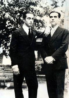 Emilio Aladrén (izq) y Lorca (drcha), ca. Gabriel Garcia Marquez, French History, Granada, Vintage Photos, Famous People, Literature, Writer, Celebrities, Men
