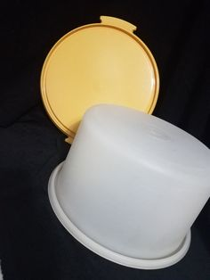 Vintage Tupperware Cake Keeper/Carrier by TeresaScholleDesigns on Etsy