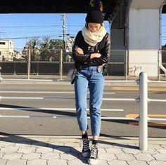 . ゆっくりできたお正月でした . outer. #freaksstore  tops. #yokosima  bottom.bag. #zara  shoes. #converse  muffler. #beautyandyouth  Knitcap. #moderobe