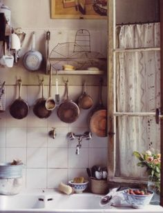 The rustic charm of copper pots and pans on display in a French Country kitchen. Home Interior, Kitchen Interior, Kitchen Decor, Interior Design, Kitchen Sink, Cozy Kitchen, Real Kitchen, Kitchen Hooks, Happy Kitchen