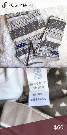 """LuLaRoe NWT TC Leggings Brand new in package LuLaRoe leggings, only taken out for photo. """"Textile"""" print is newly popular and highly sought after, with all the buttery goodness LuLaRoe is famous for. Gray, tan, white, and navy. LuLaRoe Pants Leggings"""