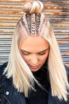 Braids With Hair Rings for Music Festivals Teen Vogue Pretty Hairstyles, Easy Hairstyles, Braided Hairstyles For Short Hair, Braids For Short Hair, Going Out Hairstyles, Hairstyles 2016, Black Hairstyles, Hairdos, Summer Hairstyles