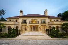 Beautiful+Mansions+in+the+World | ... doors and invited the world into their sprawling two-story mansion