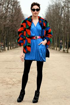Amazing colors and print. Taylor Tomasi, Miranda Kerr, Coat Dress, Dress Outfits, Dresses, Ideias Fashion, Winter Jackets, Clothes For Women, Women's Clothes