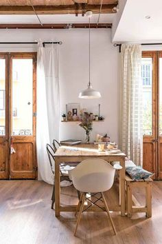 dining area in barcelona apartment via apartment therapy. Barcelona Apartment, Diy Home Decor, Room Decor, Home And Living, Room Inspiration, Travel Inspiration, Living Spaces, Sweet Home, Vintage Decor