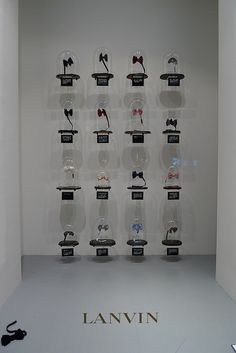 Vitrines Lanvin - octobre 2009 Click www.pinterest.com/instorevoyage to find thousands of in-store marketing and visual merchandising pins