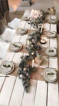 Christmas Dining Table, Christmas Table Settings, Christmas Tablescapes, Christmas Candles, Holiday Tables, Rustic Christmas, Thanksgiving Table, Natural Christmas, Simple Christmas