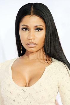 Nicki Minaj goes all natural