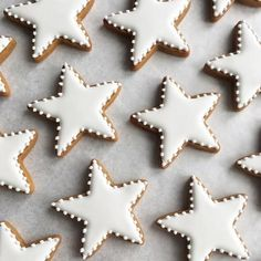 Passion cream and coconut biscuits - HQ Recipes Star Sugar Cookies, Christmas Sugar Cookies, Christmas Sweets, Christmas Gingerbread, Christmas Cooking, Gingerbread Cookies, Ginger Bread Cookies Recipe, Coconut Cookies, Iced Cookies