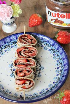Nutella, ook wel smeerbare chocolade genoemd, wie is er nou niet gek op? ;-) Deze combinatie met aardbeien en pannenkoeken is echt zo ontzettend lekker. Lekker als cheatmeal, dessert of 'per plakje' a