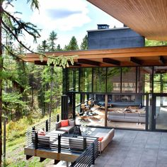 #StillwaterArchitecture designs a striking modernist residence in the mountains of Whitefish, Montana.