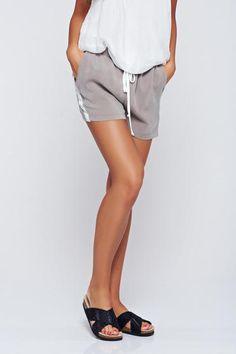 Pantalon scurt PrettyGirl gri casual cu elastic in talie cu buzunare - http://hainesic.ro/pantaloni/pantalon-scurt-prettygirl-gri-casual-cu-elastic-in-talie-cu-buzunare-1afc8ddf9-starshinersro/