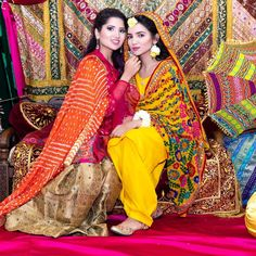 👭 _ Dress by 👸 Pic by Decor rental from Another vlog is up on my channel! Asian Wedding Dress Pakistani, Pakistani Mehndi Dress, Bridal Mehndi Dresses, Indian Wedding Gowns, Pakistani Dress Design, Bridal Outfits, Bridal Lehenga, Pakistani Dresses, Indian Dresses