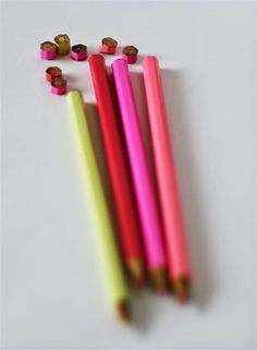 emuse: Tutorial: Coloured pencil brooch