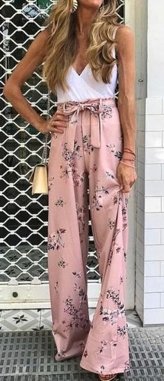 Spring Style // White wrap top with pink floral pants. - outfits , Spring Style // White wrap top with pink floral pants. Source by peppigel. Fashion Mode, Look Fashion, Womens Fashion, Fashion Tips, Fashion Ideas, Ladies Fashion, Fashion Hacks, Fashion Websites, Lolita Fashion