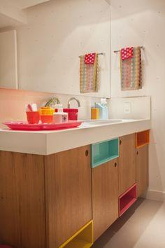 Já pensou em ter um armário de banheiro superfofo e colorido?