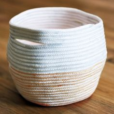 An easy tutorial for making your own rope basket. It's a great way to use up extra thread!
