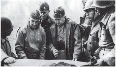 O Comando das Forças Aliadas na Itália examina as operações conduzidas pela FEB (Arquivo do Exército Brasileiro).