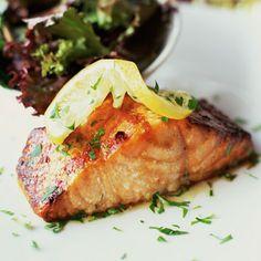 Easy, healthy #diet dinner idea: Herbed Baked Salmon #recipe