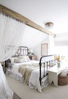 Gorgeous 40 Urban Farmhouse Master Bedroom Makeover Ideas https://insidecorate.com/40-urban-farmhouse-master-bedroom-makeover-ideas/