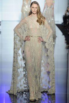 Zuhair Murad Frühjahr/Sommer 2015 Haute Couture - Fashion Shows Style Couture, Couture Fashion, Fashion Show, Paris Fashion, Elite Fashion, Fashion Women, Elie Saab, Couture Dresses, Women's Fashion Dresses