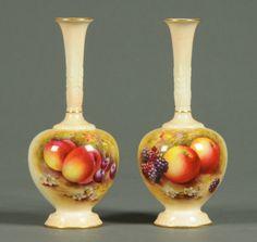 Par de vasos Victorianos em porcelana inglesa Royal Worcester do sec.19th, pintados a mao, 18cm de altura, 2,050 USD / 1,785 EUROS / 7,290 REAIS / 13,250 CHINESE YUAN https://soulcariocantiques.tictail.com