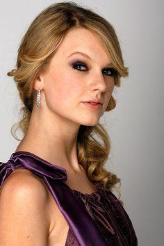 Smokey eye on Taylor Swift