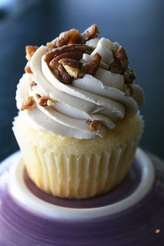 I was asked to make some Butter Pecan Cupcakes this summer, and while I had never had a Butter Pecan Cake before, it sounded like somethi. Oreo Cupcakes, Yummy Cupcakes, Cake Cookies, Cupcake Cakes, Mudslide Cupcakes, Cup Cakes, No Bake Desserts, Just Desserts, Delicious Desserts