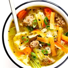 This Egg Roll Soup recipe brings together all of those irresistible egg roll flavors we lovein a soup! Its quick and easy to make and customizable with pork chicken or mushrooms ( Asian Recipes, Healthy Recipes, Ethnic Recipes, Chinese Soup Recipes, Cheap Recipes, Clean Eating Snacks, Healthy Eating, Dinner Healthy, Healthy Soup
