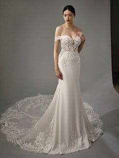 Blue by Enzoani - Eternal Bridal Wedding Dresses Fitted Wedding Gown, Crepe Wedding Dress, Blue Wedding Dresses, Designer Wedding Dresses, Bridal Dresses, Wedding Gowns, Rembo Styling, Blue By Enzoani, Bridal Reflections