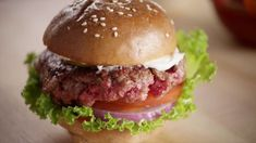 Can these mock meat entrepreneurs fool you with a plant-based burger? Plant Based Burgers, Alcohol Detox, Vegan News, Going Vegan, Healthy Eating, Gluten Free, Foods, Ethnic Recipes, Hamburgers