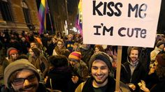After a cafe bans a lesbian couple, Vienna responds with kiss-in