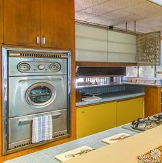 Magical 1954 Los Angeles time capsule house - built by Albert P. and Gloria Martin - Retro Renovation Mid Century Modern Kitchen, Mid Century Modern Design, Mid-century Interior, 1960s Interior, Interior Design, Vintage Kitchen, Kitchen Retro, Retro Vintage, Vintage Homes