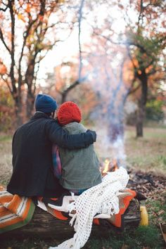 couple camping in the woods in fall, photo inspiration Autumn Day, Autumn Leaves, Happy Autumn, Fallen Leaves, Hello Autumn, Fotos Goals, Chef D Oeuvre, Fall Season, Belle Photo