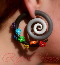 These earrings are made only for normally priced ears. Polymer clay makes earrings light and comfortable but sturdy and reliable. This pair of faux gauged earrings can be customized to meet your color expectations. We use sliver backs and pins to insure your comfort and sensitivity. These earrings are about 2.4 in length.  Thank you for stopping at our store ! Note: Please allow us two business days to complete your order. These earrings can be customized to your favourite colour palette…