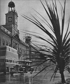 Plaza de Puerta del Sol 1950 Foto Madrid, Piazza Navona, Portugal, San Francisco Ferry, Photo And Video, San Bernardo, Firenze, Plaza, Milano