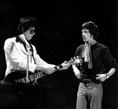 TOP OF THE POPS Photo of Mick JAGGER and Keith RICHARDS and ROLLING STONES, Keith Richards & Mick Jagger on the set of UK TV Show, playing Gibson Les Paul Custom guitar (Photo by David Redfern/Redferns) Photo: David Redfern, Getty Images / Redferns. #KeithRichards #MickJagger #StonesIsm #CrosseyedHeart