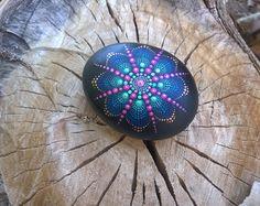 Piedra de Mandala, mano pintada en la piedra