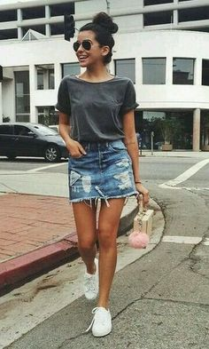 Stylish Denim Skirt Outfits Ideas To Makes You Look Stunning 08 Stylische Jeansrock-Outfits lassen dich umwerfend aussehen 08 This image. Denim Skirt Outfits, Legging Outfits, Outfits With Jean Skirt, Jean Skirts, Denim Outfit, Jean Skirt Style, Outfit With Skirt, Denim Style, Casual Skirts