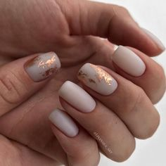 False nails have the advantage of offering a manicure worthy of the most advanced backstage and to hold longer than a simple nail polish. The problem is how to remove them without damaging your nails. Perfect Nails, Gorgeous Nails, Pretty Nails, Light Colored Nails, Light Nails, Ivory Nails, Nude Nails, Acrylic Nails, Matte Nails