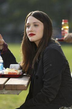 Love Kat Dennings in this movie! Kat Dennings, Jenette Mccurdy, Two Broke Girl, Max Black, Hot Brunette, Pale Skin, Iconic Women, Girl Crushes, Pretty Face