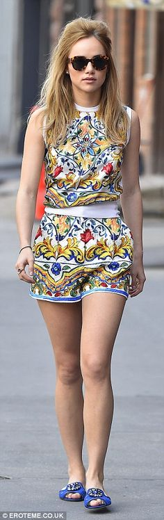 Suki Waterhouse stays glued to her phone while strolling through NYC in a summery dress | Daily Mail Online