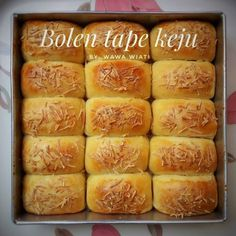 Image may contain: 1 person, food Snack Recipes, Dessert Recipes, Cooking Recipes, Snacks, Resep Pastry, Napoleon Cake, Resep Cake, Roti Recipe, Traditional Cakes