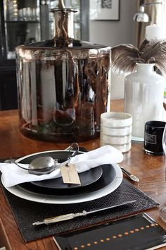 Easter table setting and decor in brown, black and white. http://anettewillemine.blogspot.no/