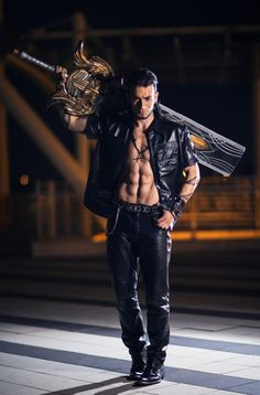 This 'Final Fantasy XV' Gladiolus Cosplay Is Official-- Leon Chiro Final Fantasy Cosplay, Final Fantasy Xv, Fantasy Costumes, Cosplay Anime, Epic Cosplay, Male Cosplay, Amazing Cosplay, Cosplay Costumes, Electronic Arts